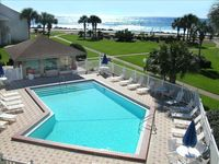 Blue Surf 7: Great Gulf View; Steps to the Beach and Pool