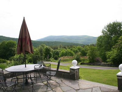 Woodstock house rental - Outdoor dining terrace