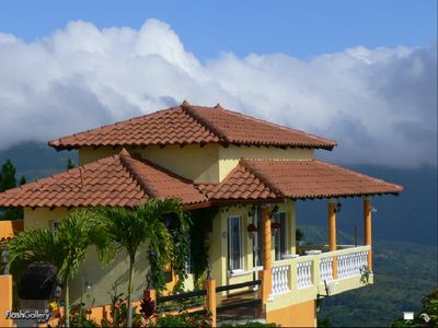 Set high on the mountain top with 360 degree mountain, valley and ocean views