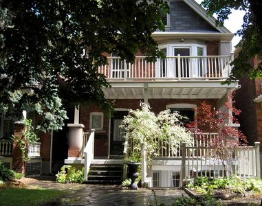 Newly renovated lower level two bedroom Apt. in Roncesvalles High Park