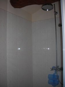 Saintes area farmhouse rental - Shower room.