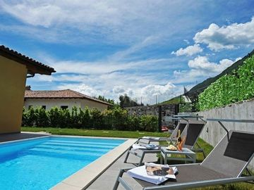 Tremezzo villa rental - The fabulous pool at Villa Tremezzo