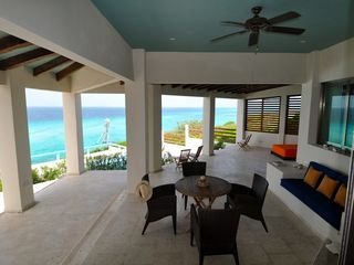 Isla Mujeres villa photo - LARGE BACK LIVING SPACE: POOL, PANORAMIC VIEW, COVERED PATIO, QUEEN DAYBED