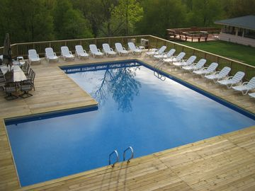 Hunter house rental - 20x40 L shaped ENOURMOUS Heated Pool with 2 hot tubs, patio furniture and BBQ
