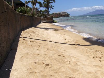 walk along the beach and snorkel from with ocean access from Maui rental condos.