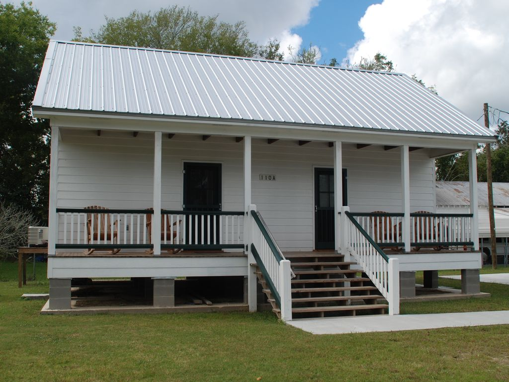 Relax on the bayou in our 39 little cajun 39 cabin vrbo for Cajun cottages