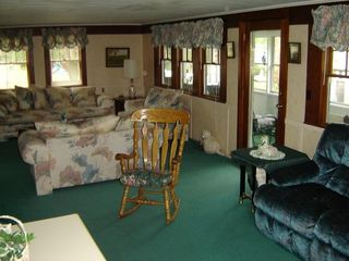 Lake Winnisquam house photo - Spacious and comfortable living room.