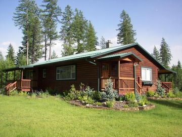 Hayden Lake cabin rental - 4 BEDROOM AND 3 BATH PLUS BUNK ROOM SLEEPS 14 CRAFTSMAN LOG CABIN ON FOUR ACRES