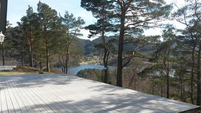 Holiday house in an elevated position with a view of Bjørnefjord for up to 8 people