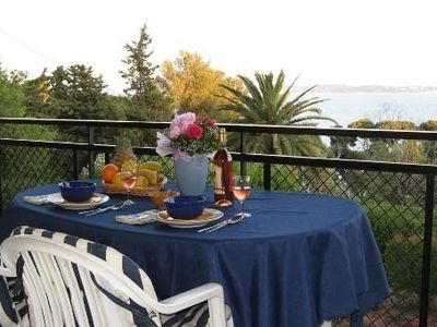 Charming apartment with magnificent sea view in Carqueiranne.