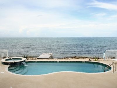 Grand Cayman private pool, pool and beach view