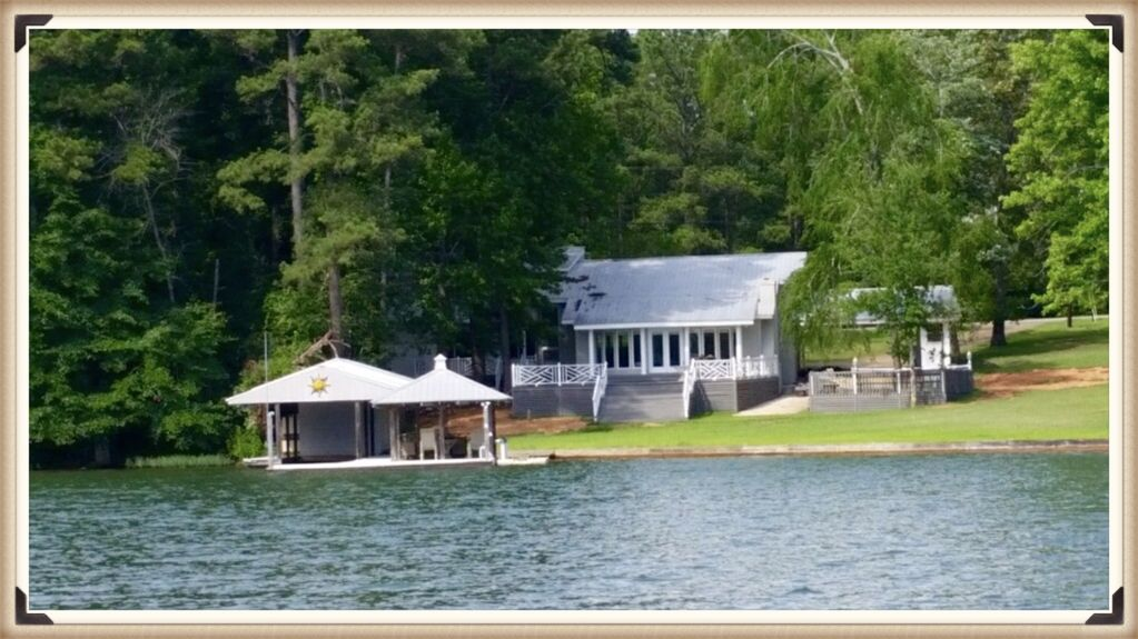 A jewel on lake martin close to chuck 39 s vrbo for Lake cabins for rent in massachusetts