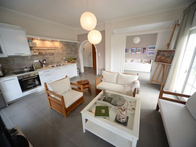 Sunlit, newly renovated apartment with 20sqm balcony and sea view