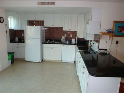 Cozumel condo rental - Gourmet GE Kitchen, Granite counter tops