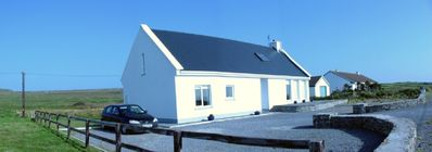 Ciunas na gCnoic - a peaceful cottage close to fun; spacious; lots of light