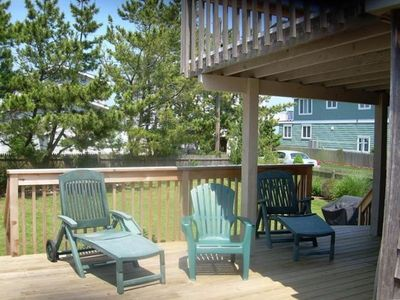 1st floor deck with large backyard - one of the biggest in Avalon