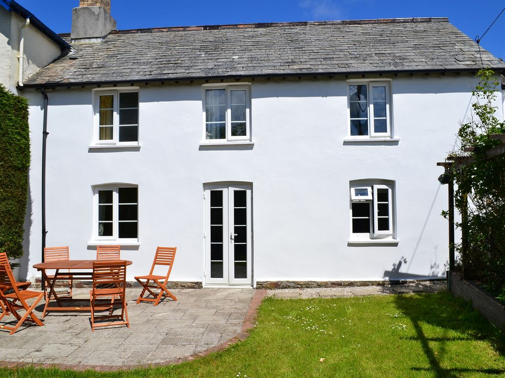4 Bedroom Cottage Near The Beach In Stibb Cross 8142233