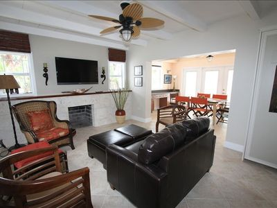 Spacious Living Room/Flat Screen TV/Coral Fireplace/Diningroom and Buffett