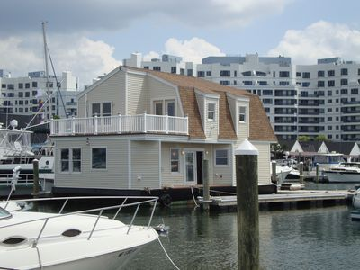 Boston house boat rental - exterior