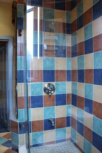 glass shower enclosure, good supply of hot water, strong water pressure.