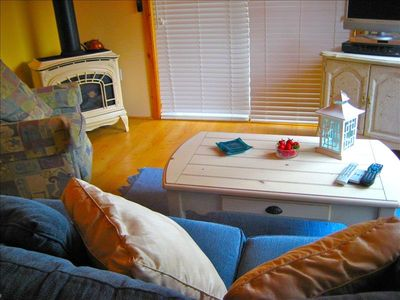 Cozy Fireplace And Comfy Couch/Sleeper Sofa Has A Beautiful Water View!