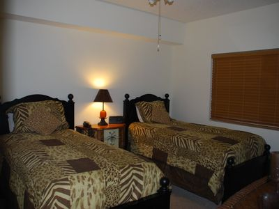 3rd Bedroom with Comfortable Twin Beds and Full Bath