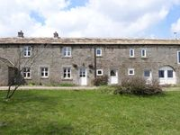 LOW BARN, pet friendly, with open fire in Grassington, Ref 15410