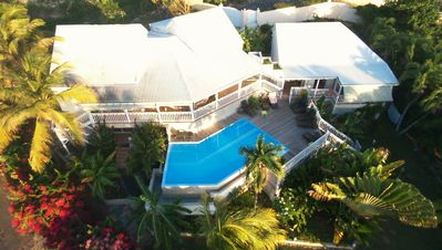 Beautiful villa with infinity pool, next to the beach