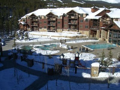 View of center courtyard with hot tubs and pool at Grand Timber Lodge.