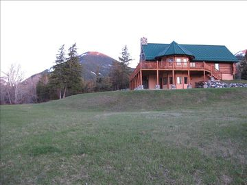 Livingston house rental - Rainbow Bend Lodge with the Absaroka Beartooth Mountains behind