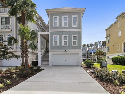 Sand Castle 118- New Beautiful 4 Bedroom Home in Folly Field mins to beach!