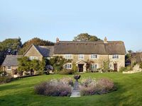 COLLY COTTAGE, pet friendly, with a garden in Dottery, Ref 16387