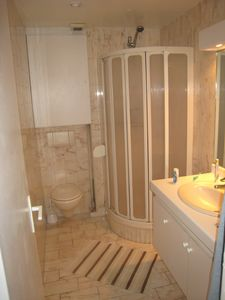 1 BR unit: Bathroom