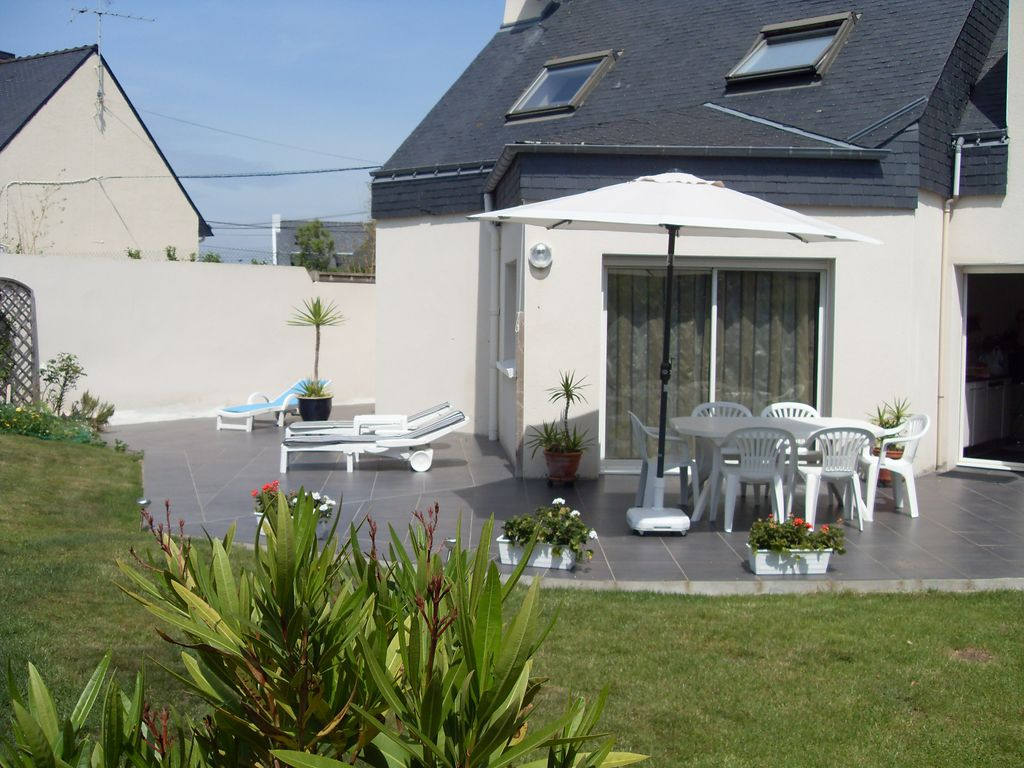 Maison contemporaine 200m de la plage beaux volumes belles for Eclairage exterieur maison contemporaine