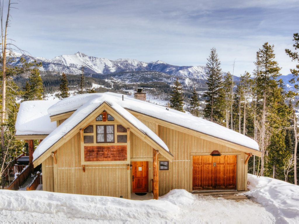 Comfortable 3 bedroom family home with direct ski access
