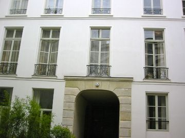 6th Arrondissement St Germain des Pres apartment rental - view of apartment from the courtyard