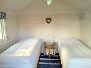 Small cottage: 2 Single beds (90 x 200 cm), no toilet