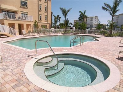 Great pool, club house, grille and hot tub, beach towels and rafts on site
