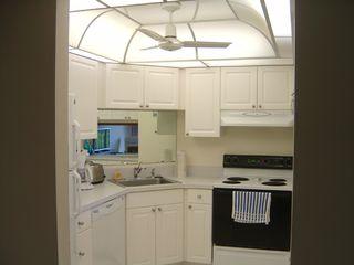 Vanderbilt Beach condo photo - Fully equipped kitchen