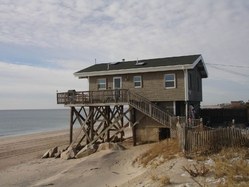 Green hill beach ocean front home 3 br vacation house for Beach houses in rhode island