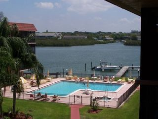 Oversized pool, hot tub, and boat dock/on the intercoastal