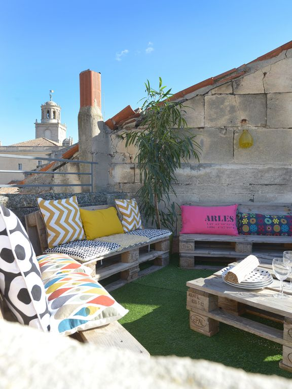 The 33 Apartment in the heart of the city center with terrace! ARLES!