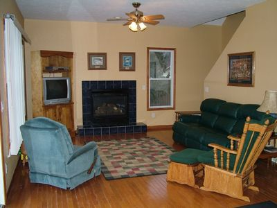 Living room with oak floors and 9' ceilings
