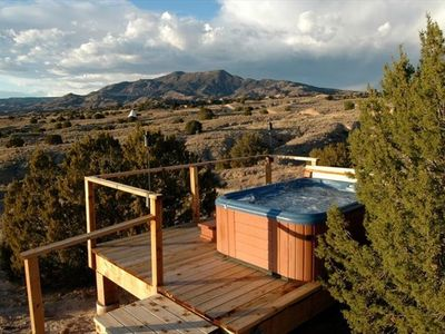 Hillside Hot Tub-Total Privacy-Meticulously maintained, Sunsets & Stargazing.