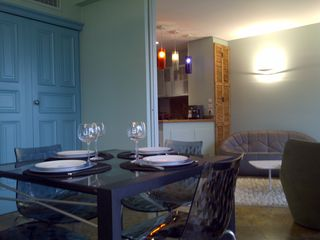 Saint-Jean-Cap-Ferrat condo photo - Dining room opens on living room
