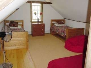 Manchester barn rental - children's bedroom