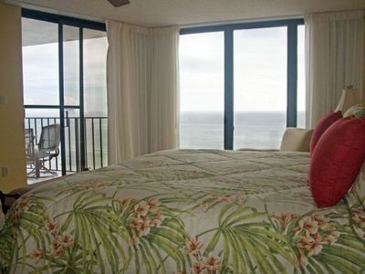 MASTER BEDROOM WITH FANTASTIC VIEW---KING BED/FLAT SCREEN TV
