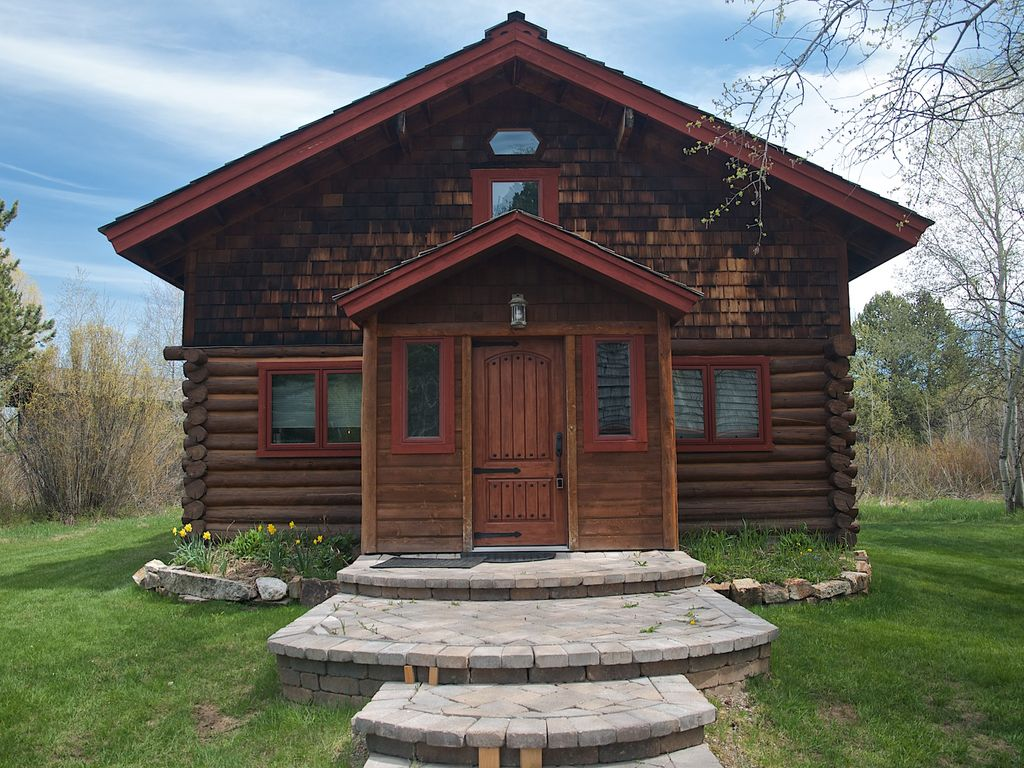 Elegant log home offers the best of vrbo for Elegant log homes