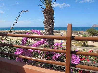Generously equipped seafront villa with lovely views across Murdeira Bay