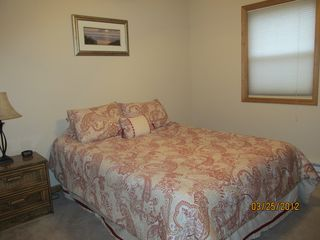 Arrowhead Lake chalet photo - Bedroom with queen size bed.